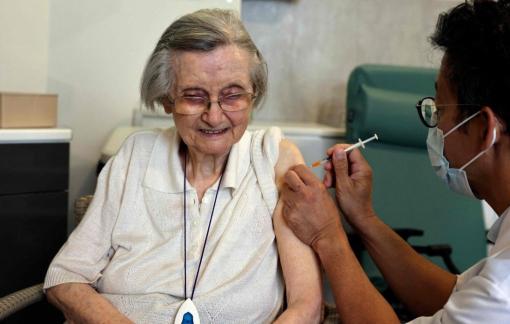 Các nhà khoa học cho rằng chưa cần thiết phải tiêm tăng cường vắc-xin COVID-19