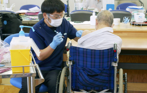 Nhật Bản phát hiện chất màu trắng trong vắc xin Pfizer