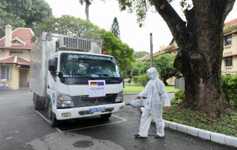 Hơn 850.000 liều vắc xin COVID-19 do Chính phủ Đức tặng đã về đến Hà Nội