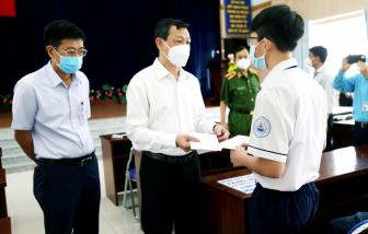 """Bệnh viện Chợ Rẫy tặng """"Học bổng đỡ đầu"""" cho học sinh có cha, mẹ qua đời vì COVID-19"""