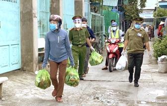 Cảnh sát khu vực nghĩ ra nhiều cách giúp dân trong đại dịch