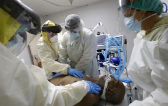 Mỹ có số người chết vì COVID-19 hàng ngày cao nhất trong 7 tháng