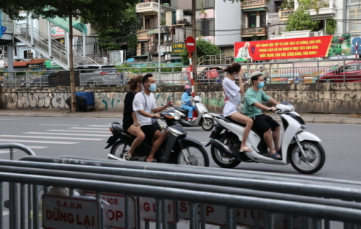 Hà Nội tháo dỡ 39 chốt kiểm soát, người dân đổ ra đường