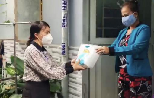 """1.000 túi """"Bảo vệ sức khỏe - mở rộng vùng xanh"""" cho người dân khó khăn."""