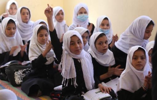 Taliban cấm nữ sinh học trung học ở Afghanistan