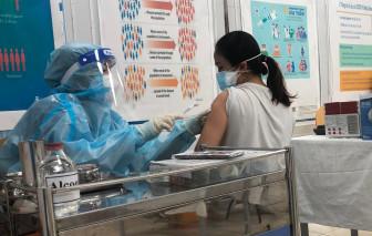 Người có bệnh lý nền, chờ lâu chưa được tiêm vắc xin COVID-19