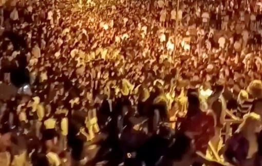 """Khoảng 25.000 sinh viên Tây Ban Nha """"quẫy"""" tại tiệc rượu bất hợp pháp"""