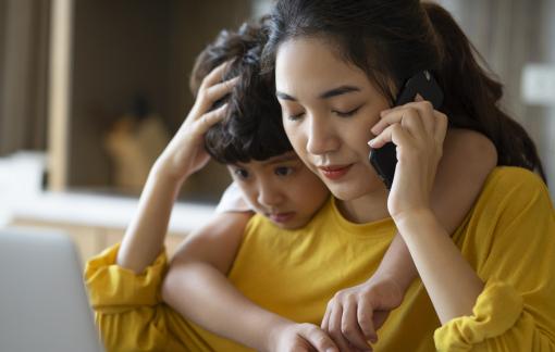 Tránh nói chuyện với vợ để... giữ bình yên cho con?