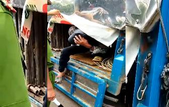 7 người trốn trong thùng xe tải chở hàng xây dựng để thông chốt kiểm dịch