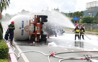 Đà Nẵng: 20 tấn gas trong xe bồn bị lật có thể phát nổ như quả bom