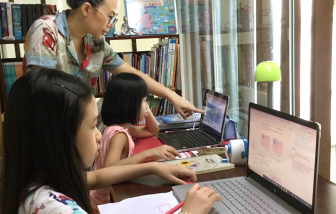 Học online: Ở nhà mẹ cũng là cô giáo