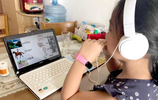 Có nên tiếp tục dạy online cho trẻ tiểu học?
