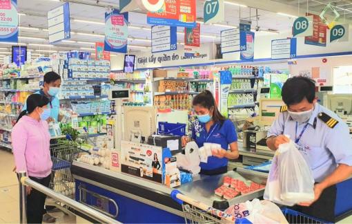 Người mua, bán hàng tại siêu thị, cửa hàng, chợ... phải có thẻ xanh