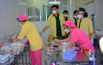 2 bệnh viện phụ sản TPHCM nhận quà Trung thu đặc biệt từ Bộ quốc phòng