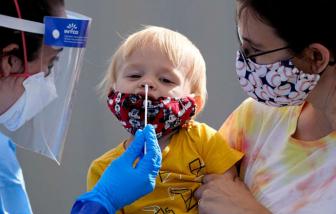 Mỹ: Hơn 1,1 triệu trẻ em mắc COVID-19 trong 5 tuần, số người chết vượt qua đại dịch cúm năm 1918