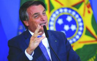 Tổng thống Brazil không được vào nhà hàng ở Mỹ vì chưa tiêm vắc xin, phải ăn pizza trên vỉa hè