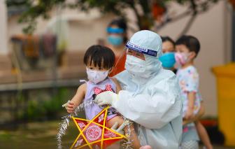 Hoa hậu H'Hen Niê và các ca sĩ vui Trung thu cùng các bé F0 ở bệnh viện
