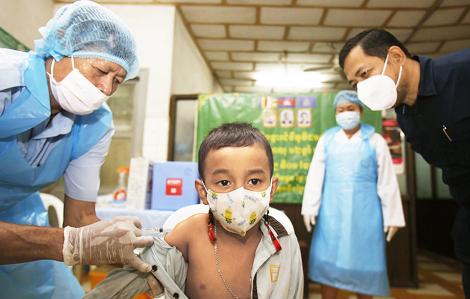 Tăng tốc cuộc đua tiêm chủng cho trẻ em