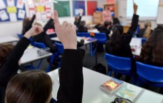 Hơn 100.000 học sinh phải nghỉ học trong 1 tuần vì COVID-19 tại Anh