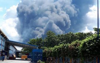 Một doanh nghiệp trong Khu công nghiệp Nam Tân Uyên đang chìm trong biển lửa