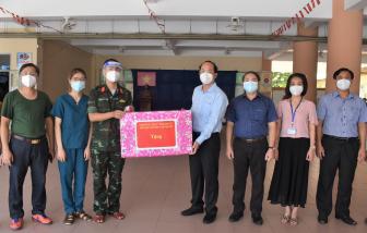 Thành ủy TPHCM tặng trang thiết bị y tế cho các bệnh viện, trạm y tế lưu động