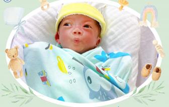 """54 ngày """"căng mình"""" cứu sống bé trai sinh non nặng 600 gram"""
