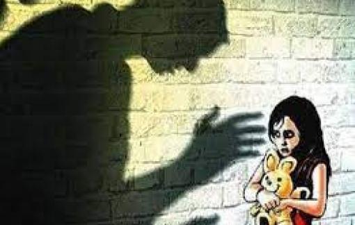 Gã đàn ông vào trường tiểu học xâm hại 3 bé gái