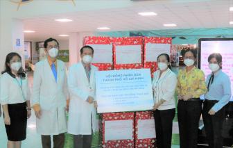 HĐND TPHCM tặng sữa cho bệnh nhi đang điều trị COVID-19