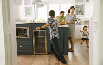 Mẹ ơi, đừng để ba chiếm bếp