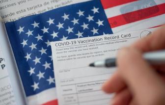 1 phụ nữ Mỹ bị phát hiện dùng giấy tiêm vắc xin giả vì... lỗi chính tả