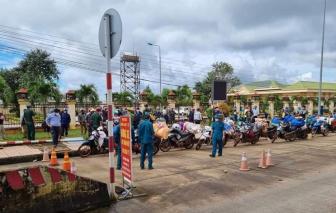 120 công nhân cạo mủ cao su đi xe máy từ Bình Phước về Nghệ An