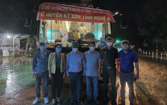 Hơn 120 công nhân đi xe máy về Nghệ An đã được lên xe khách để về