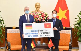 Việt Nam tiếp nhận 2,6 triệu liều vắc xin ngừa COVID-19 từ Chính phủ Đức