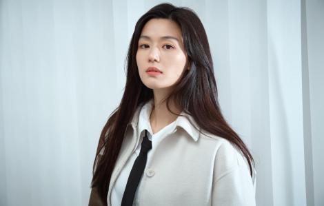 ''Mợ chảnh'' Jun Ji Hyun uống nước đậu đen giúp tóc đen óng mượt