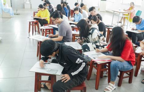 Sinh viên các tỉnh khó quay lại TP.HCM học tập
