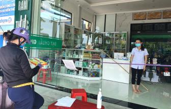 Bán thuốc ho nhưng không đo thân nhiệt của khách, hàng loạt quầy thuốc ở Nghệ An bị xử phạt