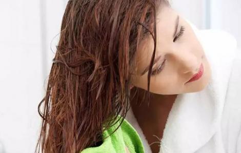 Thay đổi thói quen gội đầu, xả tóc để tóc chắc khỏe