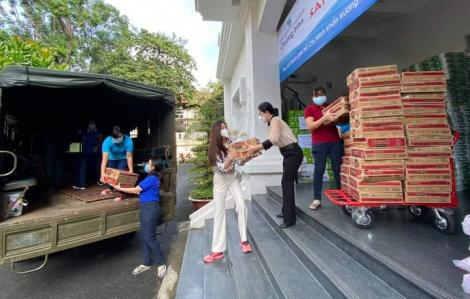 3.500 phần quà tặng cán bộ Hội, trẻ em có hoàn cảnh khó khăn