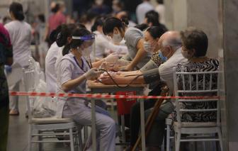 Các nước tăng cường tiêm mũi 3 khiến vắc xin COVID-19 trong nước khan hiếm