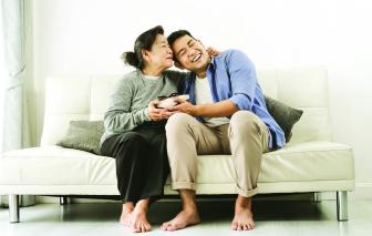 Người mẹ vừa đủ tốt: Cứ bình thường mà làm mẹ được không?