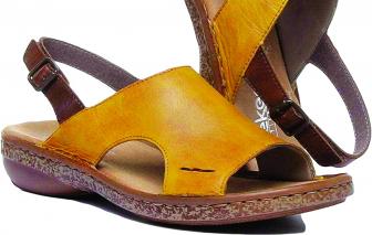 """""""Thay màu"""" phong cách bằng... giày"""