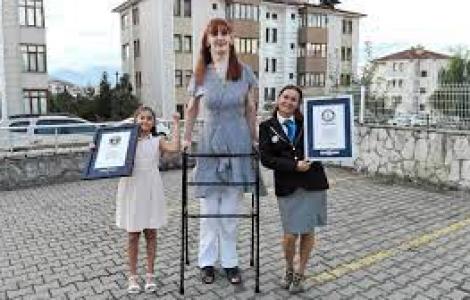Cô gái Thổ Nhĩ Kỳ đạt kỷ lục phụ nữ cao nhất thế giới