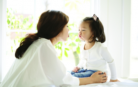 Người mẹ vừa đủ tốt: Từ bỏ nỗ lực làm người mẹ hoàn hảo
