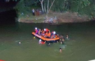11 học sinh Indonesia bị đuối nước khi băng qua sông