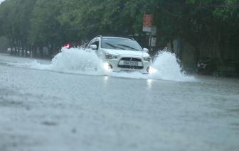 Mưa lớn kéo dài, nhiều tuyến đường ở Hà Tĩnh biến thành sông