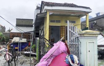 Clip: Lốc xoáy tốc mái, làm hư hại 93 nhà dân, 1 người bị thương