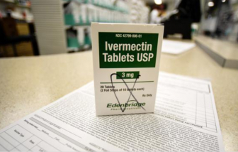 """Dân Mỹ kiện bệnh viện không sử dụng """"thuốc tẩy giun"""" cho người thân bị nhiễm COVID-19"""