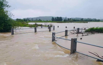 Lũ các sông miền Trung lên nhanh, nhiều người mất tích