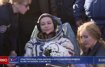 Nữ diễn viên Nga cùng đoàn làm phim ngoài vũ trụ trở về trái đất