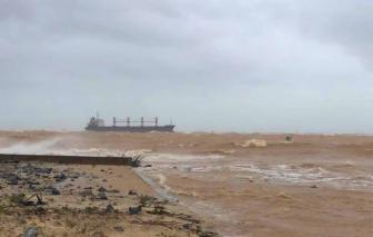 Tàu chở 26.000 tấn cát mắc cạn trên vùng biển Quảng Trị